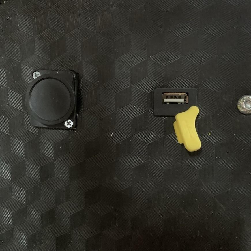 Установка разъёма USB